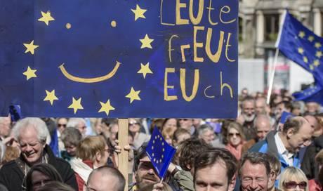 tausende menschen demonstrieren f r ein geeintes europa ausland az limmattaler zeitung. Black Bedroom Furniture Sets. Home Design Ideas
