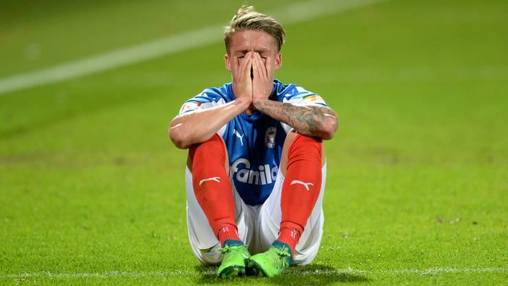Kiels Johannes van den Bergh nach dem Schlusspfiff und dem Scheitern der Aufstiegspläne in die Bundesliga.