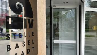 Die Zahl der Basler Jugendlichen, für deren berufliche Erstausbildung die IV die Kosten übernimmt ist von 258 (2003) auf 365 (2013) gestiegen.