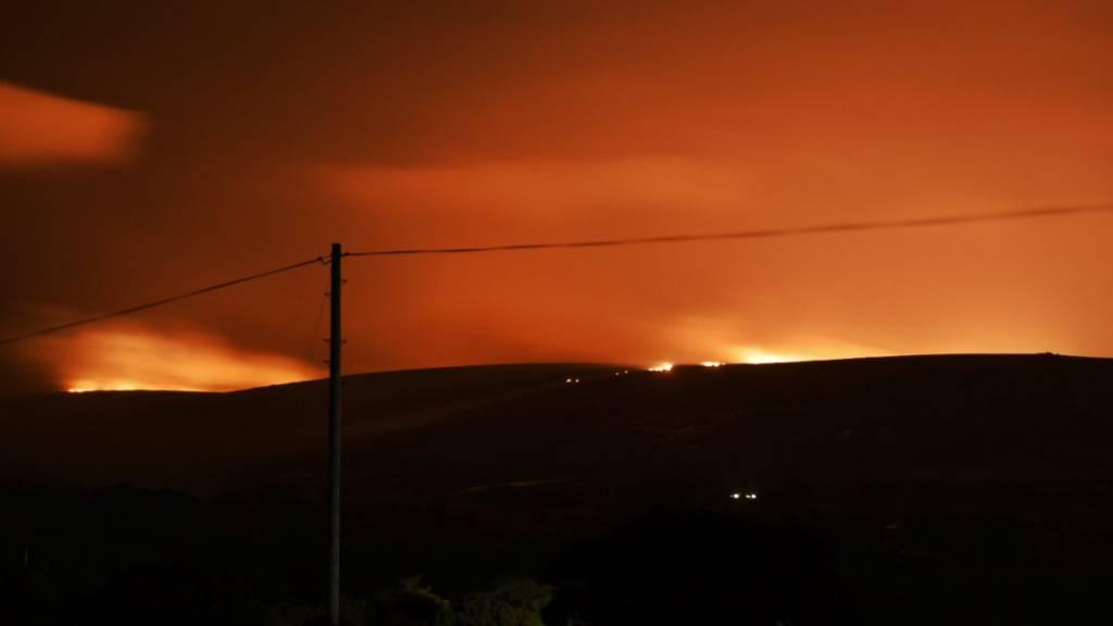 Dartmoor in England steht in Flammen - Feuerwehr warnt Schaulustige