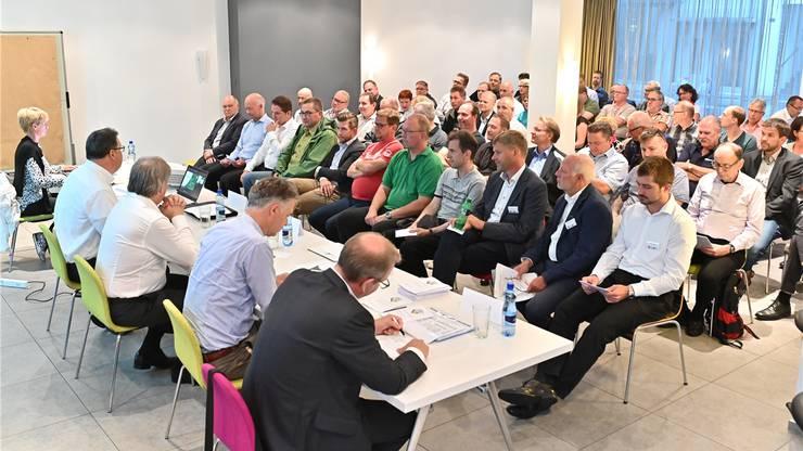 Die Verwaltungsräte der EHC Olten AG mussten an der 19. ordentlichen Generalversammlung eine negative Erfolgsrechnung präsentieren. Bild: Bruno Kissling