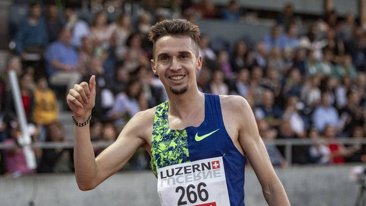Julien Wanders schafft die WM-Limite mit dem neuen Schweizer Rekord über 10'000 Meter.