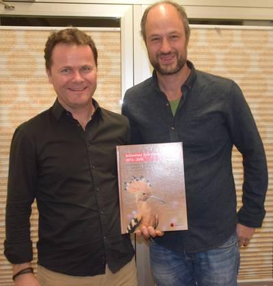 Oliver Gardi (rechts), Präsident des Vogel- und Naturschutzvereins Grenchen, lud Peter Knaus von der Vogelwarte Sempach als Referent über den Brutvogelatlas ein. Bild: Peter Brotschi.