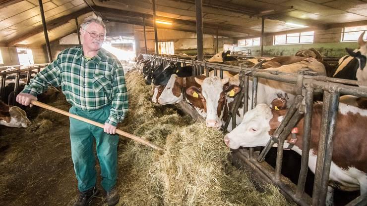 Alfred Suter zeigt nach einer Kontrolle auf seinem Hof die Tierärzte an. Doch er selbst steht im Verdacht auf Tierquälerei.