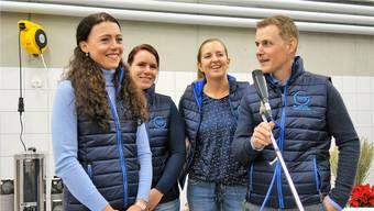 Tierarzt und Geschäftsführer Fabian Huwiler freut sich zusammen mit seinem Team über die Neueröffnung: Chantal Müller (Sekretariat), Mirjam Hofmann (Tierärztliche Praxisassistentin) und Andrea Herzog (Tierärztin Kleintierpraxis, von links).