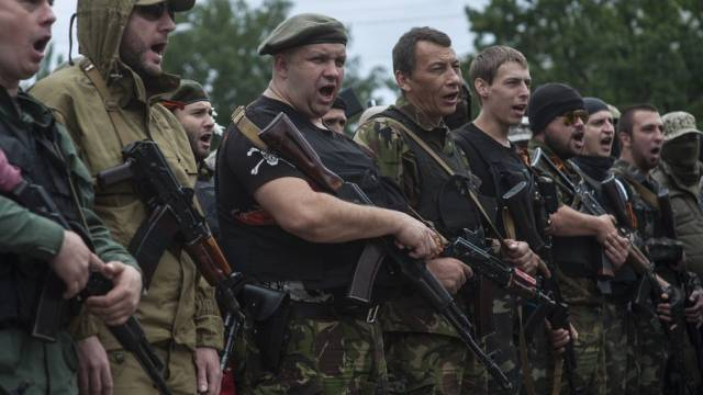 Pro-russische Kämpfer schwören in Donezk den Treueeid