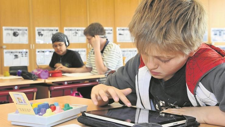Zukunftsmusik: Im kommenden Schuljahr werden Tablet-Computer in zwölf Projektklassen vom dritten bis zum neunten Schuljahr im Kanton Solothurn regelmässig zum Einsatz kommen.