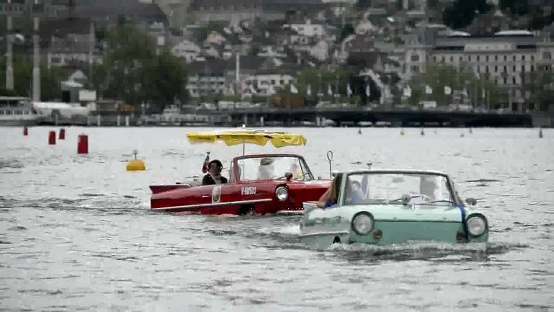 Schwimmender Autokorso auf dem Zürichsee