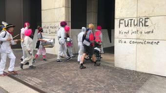 Szenen von der Klimademo vor der UBS im Basel vom 8. Juli 2019