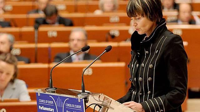 Calmy-Rey spricht vor dem Europarat in Strassburg