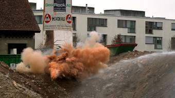 Aus allen möglichen Perspektiven: die Sprengung vom Boden aus gesehen und mit der Drohne aus der Luft gefilmt.