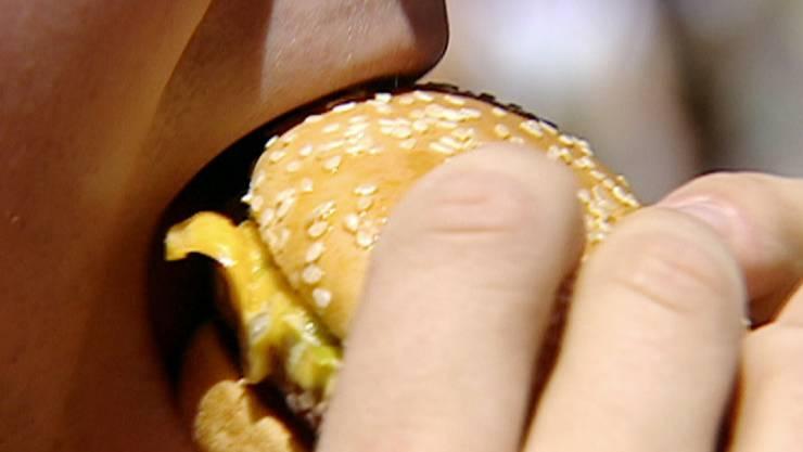 Forscher haben herausgefunden, dass eine unausgewogene Ernährung mit einem Übermass an gesättigten Fettsäuren, wie sie besonders im Junk Food vorkommen, die Entwicklung eines wichtigen Hirnareals stören könnte. (Symbolbild)