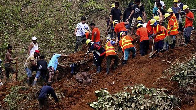 Trotz Rettungsversuchen gibt es für Vermisste nach dem Erdrutsch keine Hoffnung mehr