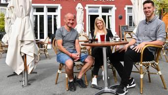Von links: Das Wirtepaar Stef Dietschi und Rahel Liebi übergeben den «Gryffe» im Oktober an Michael Thommen.