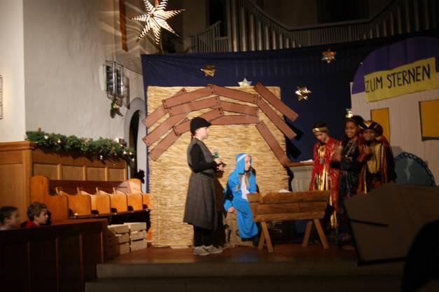 Maria und Joseph heissen die 3 Könige willkommen