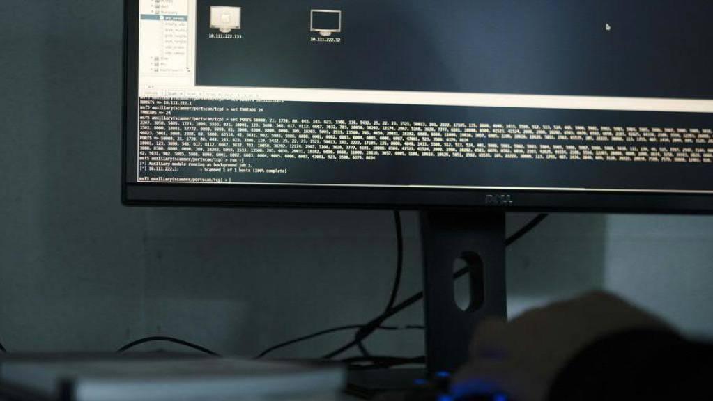 Cyber-Kriminelle nutzen die Coronavirus-Krise aus, um in der Schweiz Computer mit einer Schadstoffsoftware zu infizieren. (Symbolbild)