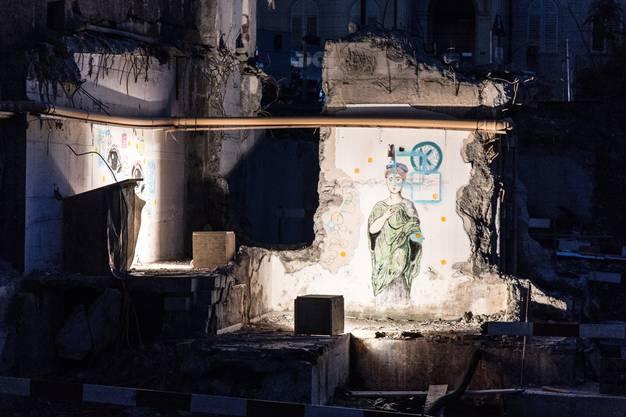 Mystisch erscheinende Wandbilder in der Baugrube Zeichnungen von Eveline Salzgeber