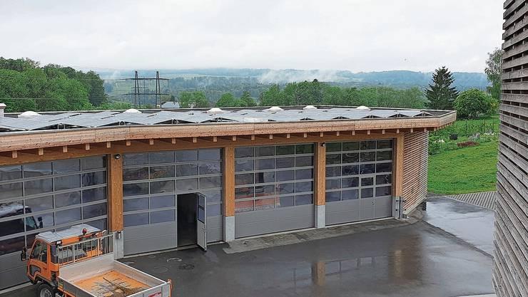 Die Photovoltaikanlage auf dem Uitiker Werkhofdach liefert seit dem 11. März dieses Jahres Strom aus Sonnenenergie.