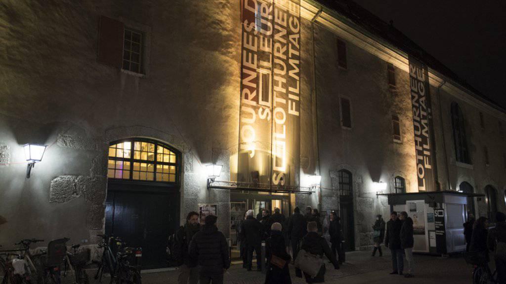 Über 65'000 Filmfans pilgerten an den vergangenen Filmtagen nach Solothurn. Mit dem Programm der kommenden Ausgabe, die am 25. Januar 2018 eröffnet wird, sollen wiederum Zehntausende in die Ambassadorenstadt am Fusse des Jurasüdfusses gelockt werden. (Archivbild)