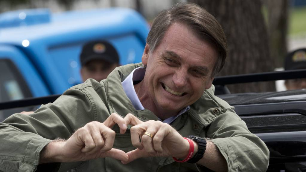 Nachdem der konservative brasilianische Präsident Jair Bolsonaro bisher die illegale Abholzung des Regenwalds aus wirtschaftlichen Gründen zugelassen hat, verspricht er jetzt, die Handbremse zu ziehen. Und streckt gleichzeitig der internationalen Gemeinschaft die hohle Hand entgegen. (Archivbild)