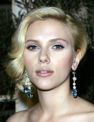 Scarlett Johansson: Verführerische Blicke in Blond...