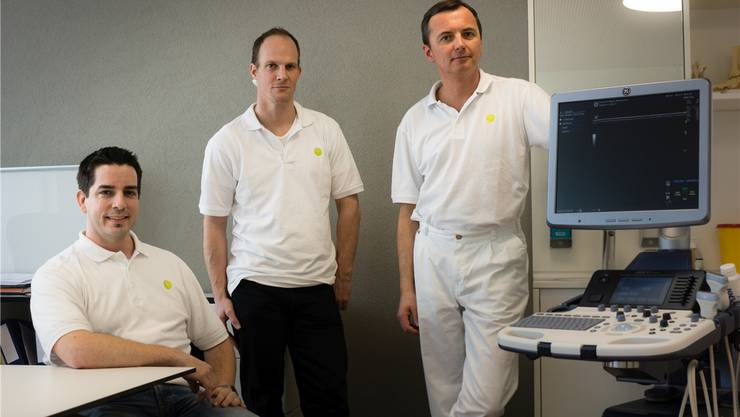 Die drei Ärzte Serge Mayer, Cornel Stöckli und Dariusz Apel (von links) betreiben die «Praxis am Bahnhof», die vor kurzem eröffnet wurde. Dominic Kobelt