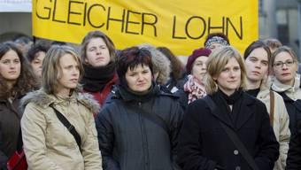 Seit Jahren demonstrieren Frauen für gleiche Löhne: «Es gibt noch Handlungsbedarf»,sagt Sylvie Durrer, höchste Gleichstellerin des Landes.