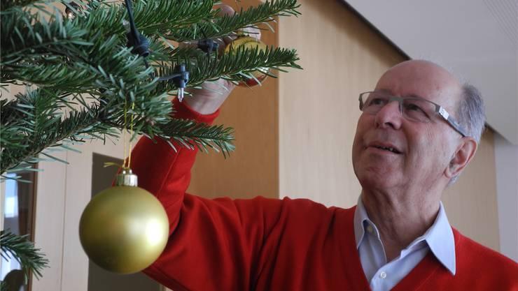 Rudolf Fringeli packt schon seit über 25 Jahren beim Lions Club Laufental-Thierstein mit an, damit Alleinstehende ein schönes Weihnachtsfest erleben.