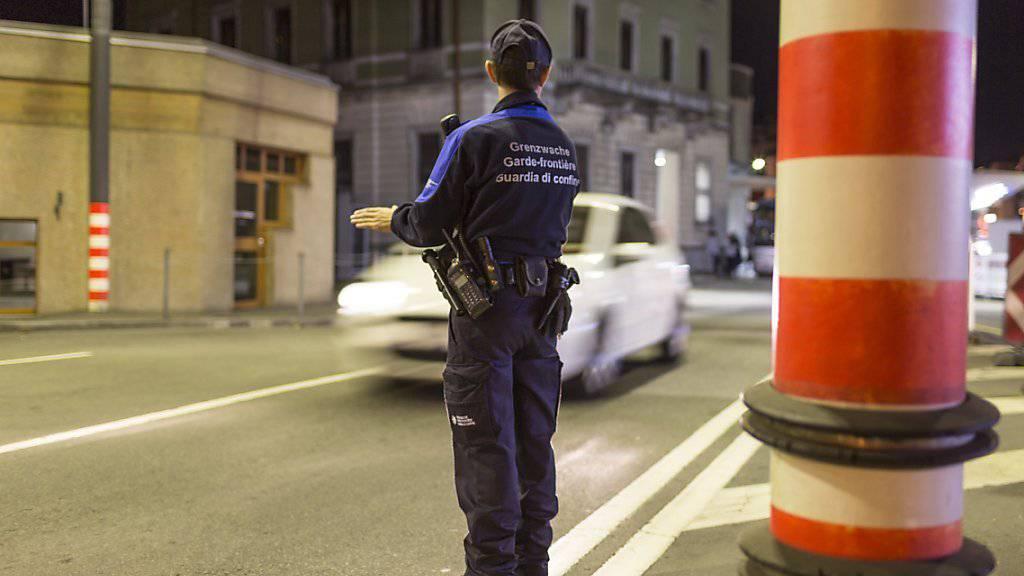 Grenzwächter stellten bei einer Fahrzeugkontrolle im Aargau 30 Kilogramm K.-O.-Tropfen sicher. (Symbolbild)