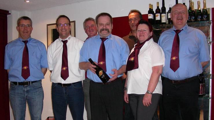 Der Vorstand der Weinbaugenossenschaft (von links): Claude Venturini, Thomas Slavicek, Ernst Tschümmy, Felix Zehnder (Präsident), Meinrad Würsch, Pia Zehnder und Marcel Biland (Kellermeister). Dieter Minder