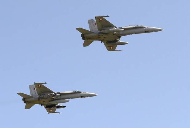 Zwei Schweizer F/A-18-Kampfjets sorgten für die Überschallknalle.