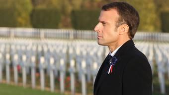 Frankreichs Präsident Emmanuel Macron auf dem Friedhof nahe Verdun.