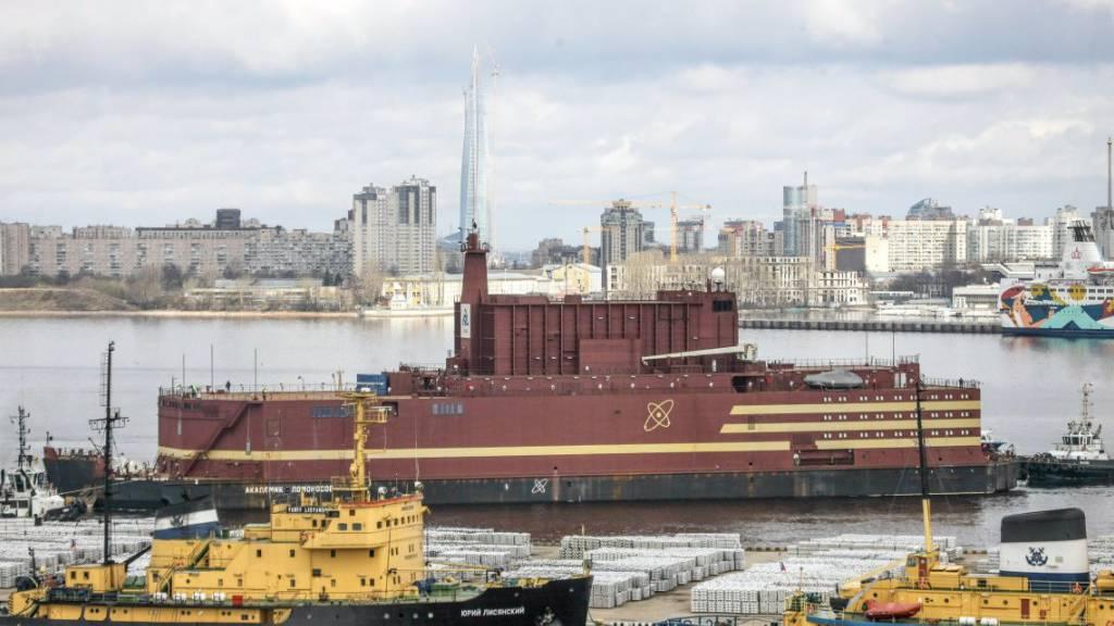 Schwimmendes Atomkraftwerk nimmt trotz Kritik Betrieb auf
