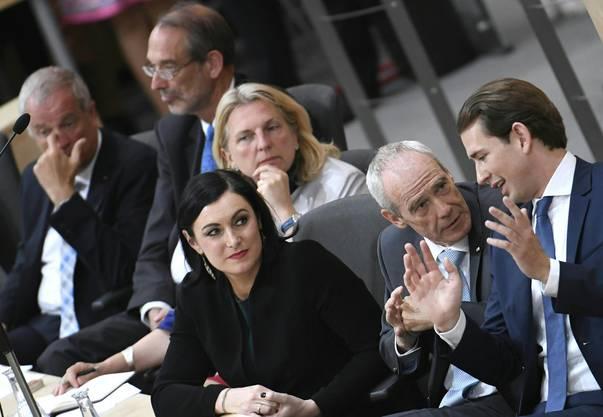 Voraussichtlich im September wird es Neuwahlen geben. Im Bild: Verteidigungsminister Johann Luif, Bildungsminister Heinz Fassmann, Aussenministerin Karin Kneissl, Umweltministerin Elisabeth Koestinger (OEVP), Innenminister Eckart Ratz und Bundeskanzler Sebastian Kurz (ÖVP).