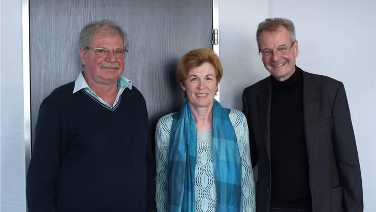 Jules und Marianne Steiner mit Hugo Saner (v.l.); Jules Steiner wurde nach einem Herznotfall vor rund 10 Jahren dank Feuerwehreinsatz und Defibrillator gerettet.