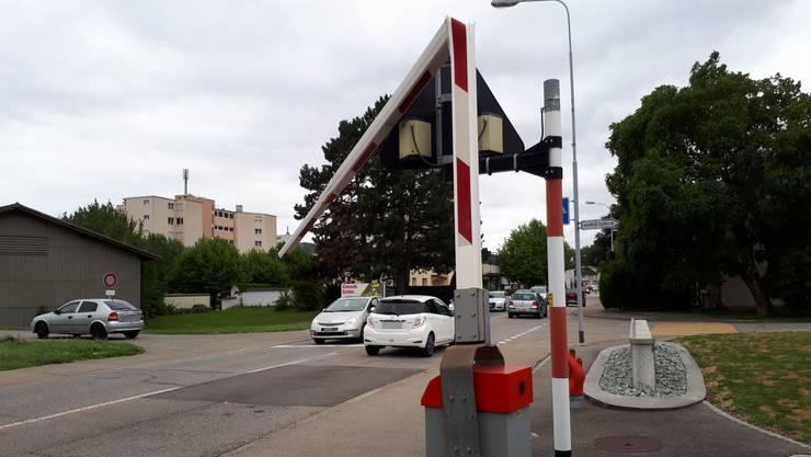 Die beschädigte Bahnschranke der OeBB an der Solothurnstrasse in Oensingen.