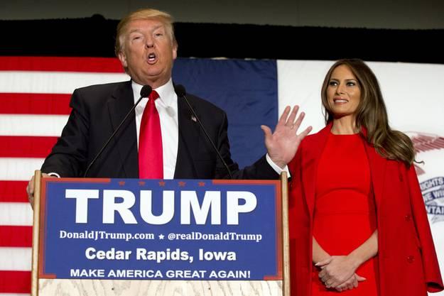 Donald Trump macht in der Politik klare Ansagen, Frau Melania hält sich zurück. - Hier an einer Wahlkampfveranstaltung in Cedar Rapids, Iowa.