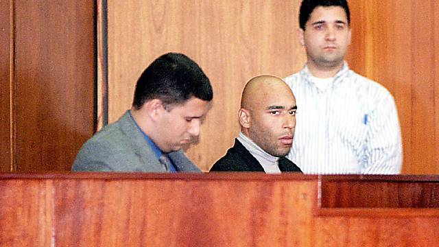 Edinho (mitte) wurde erneut festgenommen (Archiv)
