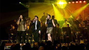 Flavia Capello (links), Patric Scott und Yvonne Siefer singen gemeinsam.