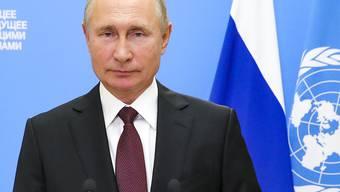 Wladimir Putin, Präsident von Russland, spricht während einer Aufzeichnung für eine Videobotschaft anlässlich des Beginns der Generaldebatte der 75. UN-Vollversammlung. Aufgrund der Corona-Pandemie findet die Debatte in diesem Jahr größtenteils online statt. Foto: Mikhail Klimentyev/Pool Sputnik Kremlin/AP/dpa