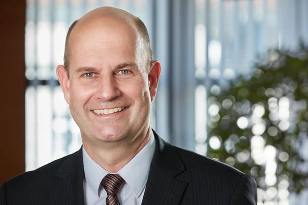 Neuer AKB-Direktionspräsident ist per sofort Dieter Widmer. Er ist 51 Jahre alt, verheiratet, Vater von zwei Söhnen und lebt mit seiner Familie in Unterentfelden.