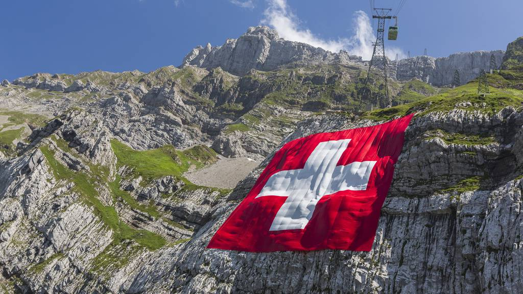 Die Schweizer-Fahne hängt endlich