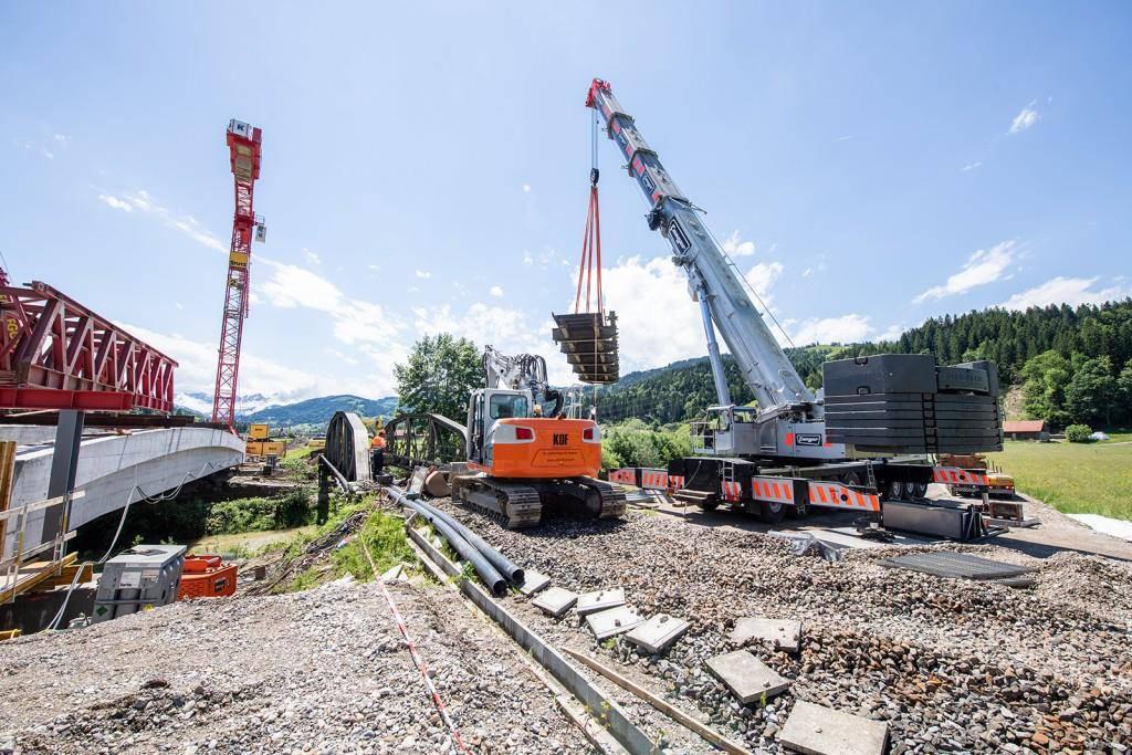 Nun folgen die letzten Arbeiten und die Verlegung der Geleise. Schon bald solle die ersten Züge über die Brücke rollen. (© zVg)