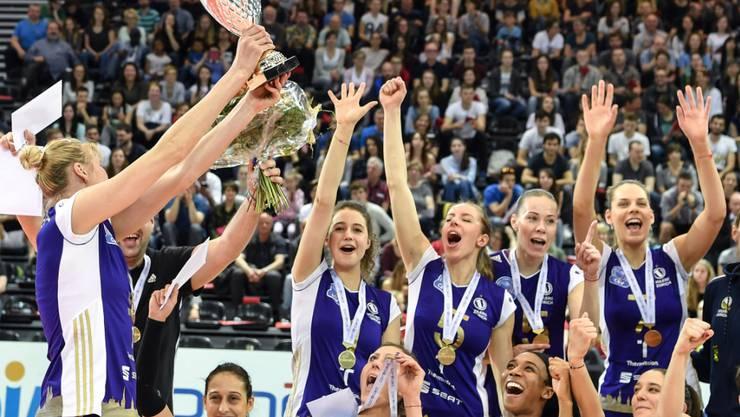 Jubelnde Volero-Spielerinnen, hier nach dem Cupfinal im April 2017: Ein Bild, das in der Schweiz wohl bald der Vergangenheit angehört