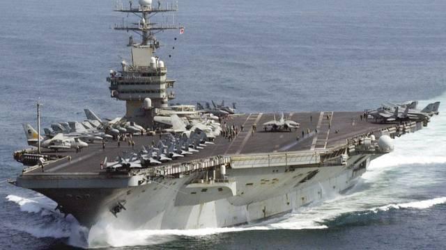 Der US-Flugzeugträger Carl Vinson: Die USA geben weltweit am meisten für die Armee aus (Archiv)