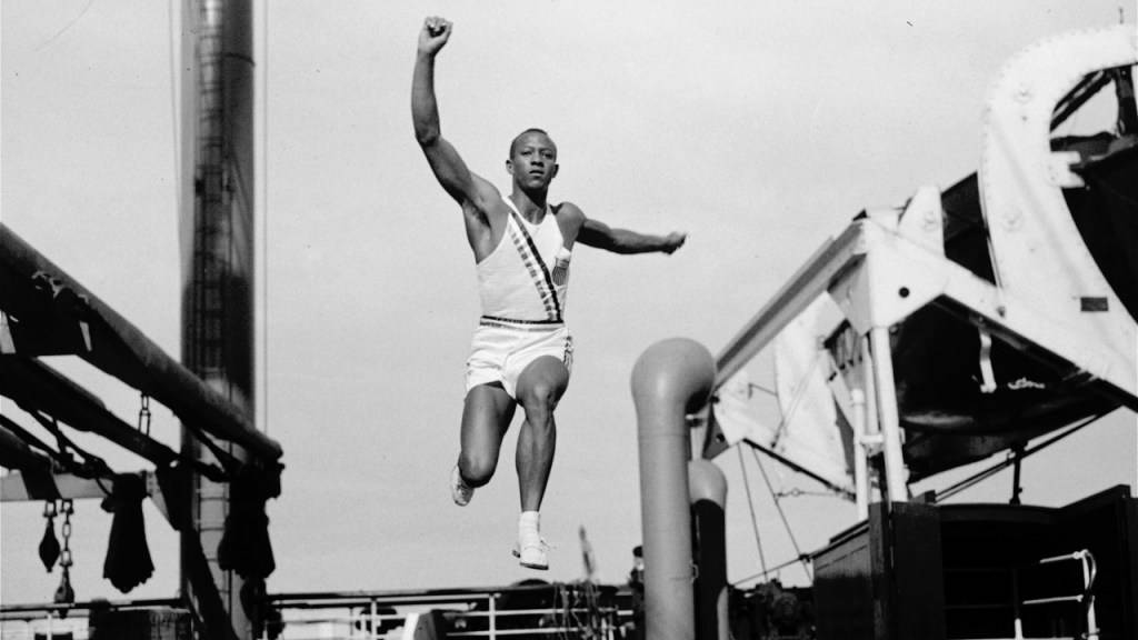Im Weitsprung übertraf Jesse Owens als erster Mensch die Acht-Meter-Marke