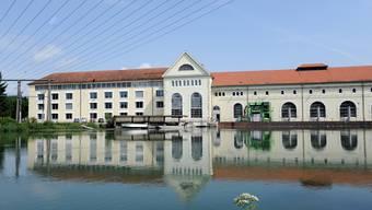 Das Wasserkraftwerk Beznau von 1902 soll neu gebaut werden. Aufgrund der schwierigen Lage für neue Wasserkraftwerke hat die Axpo einen «Marschhalt» eingelegt.
