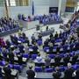 Schweigeminute im deutschen Bundestag für die Opfer der terroristischen Bluttat im hessischen Hanau.