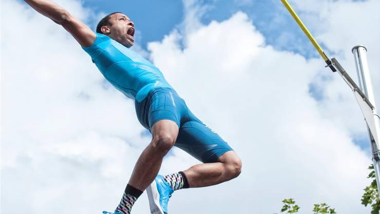 EM-Enttäuschung verdaut: Marquis Richards toppt 5,55 Meter.