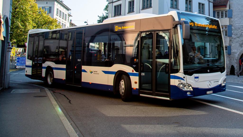 ZVB und vbl schliessen die vordersten Türen im Bus